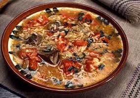 Ricetta russa – Zuppa di riso con carne di manzo e noci