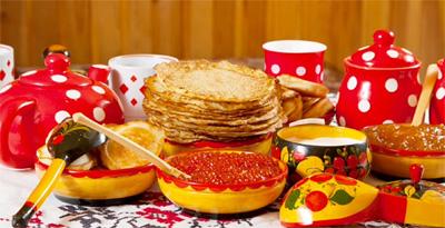 A tavola per la festa russa della Maslenitsa (Carnevale russo)
