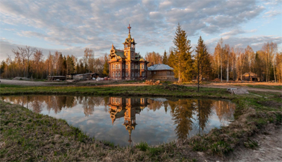 Il Terem un Tesoro nascosto nel bosco nel Villaggio Astashovo nella regione di Kostroma