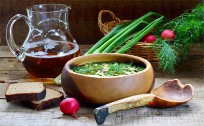 Ricetta russa:  Okroshka – Zuppa di vitello, patate, ravanelli e cetrioli