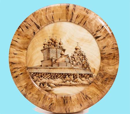 L'artigianato artistico russo con la betulla di Carelia