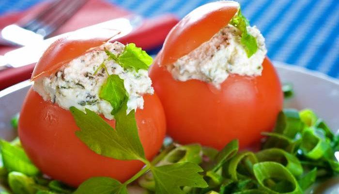 Cucina Russa: Pomodori ripieni Formaggio e aglio